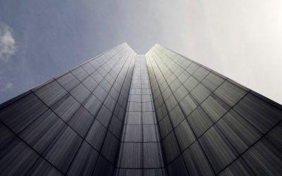 Sobre los criterios para establecer que una entidad financiera actúe como administrador de hecho de una promotora inmobiliaria